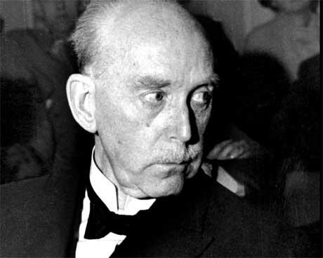 MF-professoren Ole Hallesby ble forarget over Arnulf Øverlands foredrag. (Arkivfoto: Aktuell/ Scanpix)