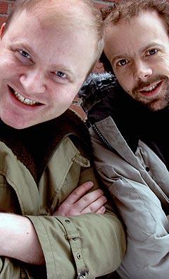 Side Brok ved Skatebård (t.v) alias Bård Aasen Lødemel og Runar Gudnason, alias Sjef R og Thorstein Hyl III. Foto: Gitte Johannessen / NTB.