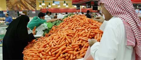 Flest nordmenn bor det i Saudi-Arabia. Her fra et supermarket i Riyadh. (Foto: AFP/Scanpix)