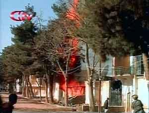 Videoopptak av angrepet på basen i Maimana. Foto: Reuters TV