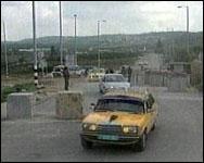 Befolkningen i de okkuperte områdene hindres fra å krysse grensen til Israel.