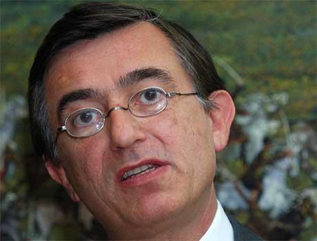 Frankrikes utanriksminister Philippe Douste-Blazy er ikkje i tvil om at Iran prøver å skaffe seg atomvåpen. (Foto: AP/Scanpix)
