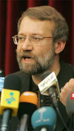 Irans atomforhandlar Ali Larijani avviser at landet vil utvikle atomvåpen. (Foto: AFP/Scanpix)