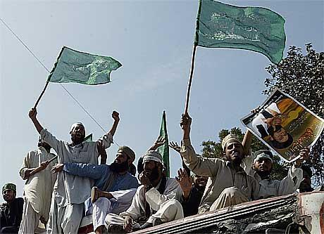 Stemningen er spent i Pakistan. Sunnimuslimer demonstrerer i Karachi(Foto:Scanpix)