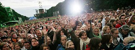 Fiktivt eksempel 1: Mye publikum og allsang da Heroes & Zeros dro sistelåta på Hulen i Bergen. Foto: Scanpix.
