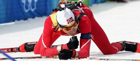 En sliten og skuffet Ole Einar Bjørndalen etter målpassering. (Foto: Heiko Junge / SCANPIX)