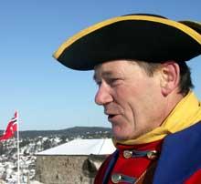 Trond Østby har lang erfaring som kanonkommandør på Fredriksten festning. Foto: Rainer Prang, NRK