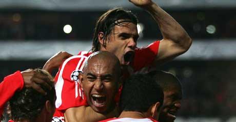 Benfica-spillerne jublet hemningsløst etter den forløsende scoringen. (Foto: AFP)