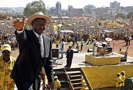 Ugandas president Yoweri Museveni har styrt landet i 20 år. (Foto: Reuters/Scanpix)