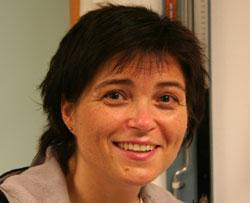 Kirsti Bjerkan svarer på spørsmål i nettmøtet.