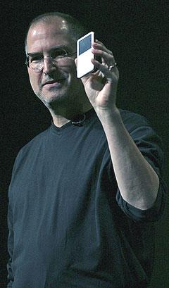 Apple-sjef Steve Jobs innføring av nettbutikken iTunes og mp3-spilleren iPod har forandret musikkens verden. Foto: Justin Sullivan, AFP Photo / Scanpix.