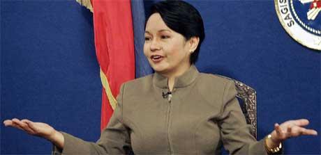 President Gloria Arroyo kunngjorde unntakstilstanden på radio og fjernsyn. (Foto: Filippinsk fjernsyn/ AFP/ Scanpix)
