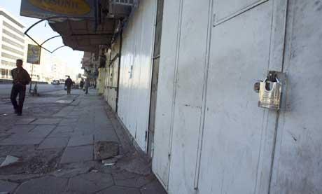 Butikkene er stengt og gatene folketomme etter at regjeringen i Irak i går innførte portforbud. (Foto: Scanpix/Reuters)