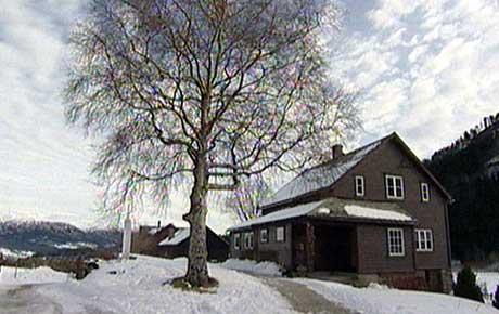 Heime på garden Skjeldal. (Foto: Thomas Ystrøm/NRK)