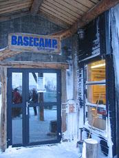 Basecamp Spitsbergens kontorer og fangstmannshotell. Foto Andreas Toft.