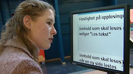 Hege Finnset Eidseter er funksjonskonsulent ved Deichmanske bibliotek, der hun hjelper andre svaksynte til å finne fram i informasjonsjungelen. Hun er begeistret for det nye tilbudet.