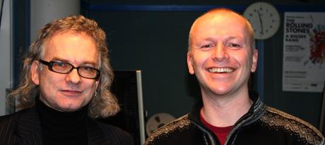 Gisle Johnsen og Frank Nes er svært fornøyde etter å ha fått Sting i boks. Foto: Sigurd Hamre/NRK.