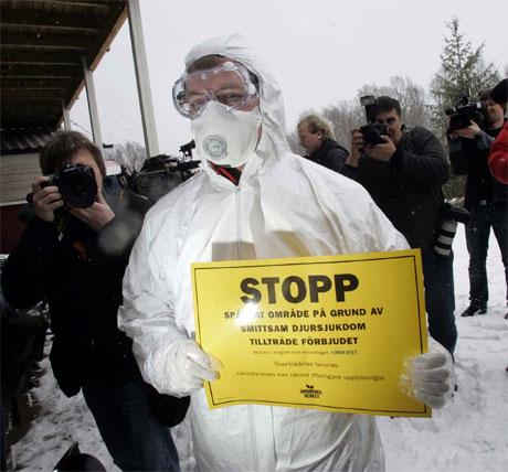 Det er satt i verk strenge sikkerhetstiltak i området rundt Oscarshamn i Sverige. (Foto: AFP/Scanpix)