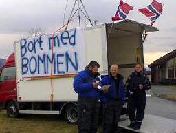 Rennesøybuen demonstrerer mot forlenget betaling av bompenger. Foto: Øystein Ellingsen