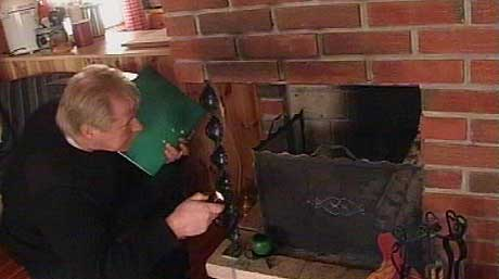 Brannvesenet kontrollerte slukkeutstyr, røykvarslere og ildsteder, og ble skremt (foto: Odd Rømteland)