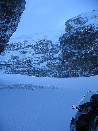 Scooteren er parkert, og det er snart lunch. Foto Andreas Toft.