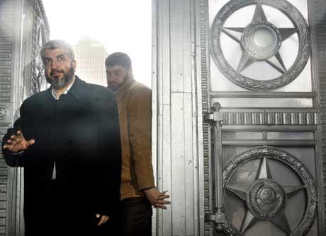 Hamas-leder Khaled Meshal ankommer utenriksdepartementet for samtaler med Lavrov ( Scanpix/AP)