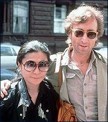 John Lennon var en av mange med kjæreste fra en annen kultur (Foto: Scanpix/AP)