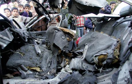 Tre palestinske barn ble drept i et israelsk luftangrep mot denne bilen i Gaza by i går, der to medlemmer av Islamsk hellig krig satt. (Foto: Mohammed Salem/Reuters/Scanpix)