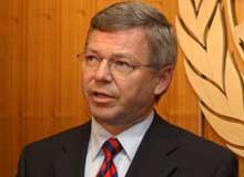 Tidligere statsminister Kjell Magne Bondevik er et yndet «offer» for imitatorer. (Foto: AP)