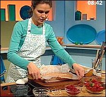 Kristin Jacobsen er Frokost-Tvs faste kokk. Her lager hun den herlige franske desserten Sjokoladeparfait! (Foto: Nrk)