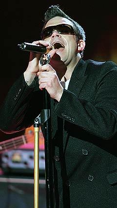 Dersom Robbie Williams synger for høyt kan det sjenere dyrelivet. Foto: Pascal Guyot, AFP Photo / Scanpix.