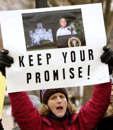 Bush må innfri løftene til New Orleans, krever et orkan-offer som nå bor i Virginia (Scanpix/AFP)