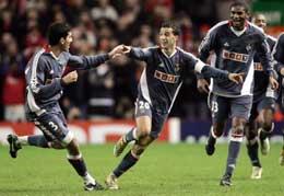 Simao viste med et fantastisk skudd hvorfor Liverpool desperat har prøvd å hente han til Anfield. (Foto: AFP)
