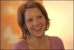 Janniche Rolland var i Puls i januar, og fortalte om at hun mistenkte at det kunne være en sammenheng mellom ME og vaksinasjon mot hjernehinnebetennelse. Nå skal det endelig gjennomføres en studie. Foto: NRK, Jørn Nordstrøm