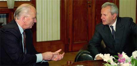 Thorvald Stoltenberg traff Slobodan Milosevic da han arbeidet som FNs representant for Jugoslavia. Foto: AP/Scanpix