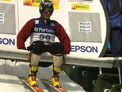 Todd Lodwick tok farvel med kombinertsporten og hoppet sitt siste renn i den gamle Kongsberg-uniformen. (Foto: NRK)