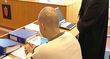 Faugli (t.v) ble skutt på vei ut av rettssalen (Foto: Goran Jorganovic/NRK