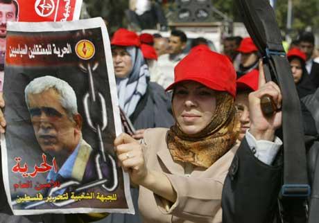 Tilhengere av Saadat demonstrerer i Gaza. Foto: Scanpix/AFP.