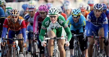 Thor Hushovd spurtet inn til seier på fjerde etappe i rittet Tirreno-Adriatico 11. mars. (Foto: AFP/Scanpix)