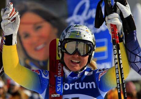 En jublende Anja Pärson etter seieren i Åre. (Foto: AFP/Scanpix)