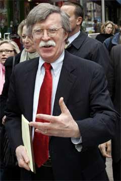 USAs FN-ambassadør John Bolton brukar harde ord om Iran. (Foto: AP/Scanpix)
