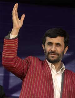 Irans president Mahmoud Amadinejad let seg ikkje presse av det internasjonale samfunnet. (Foto: AFP/Scanpix)