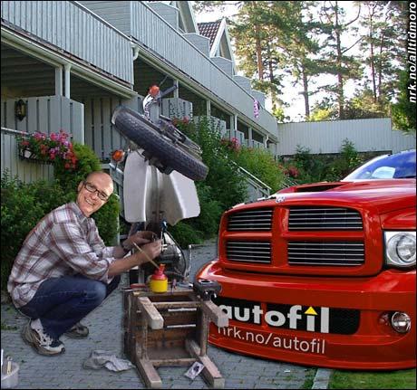 Jan Erik Larssen restaurerer FZn fra guttedagene.