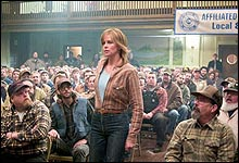 "Charlize Theron i filmen ""North Country"" (Foto: Warner Bros.)"
