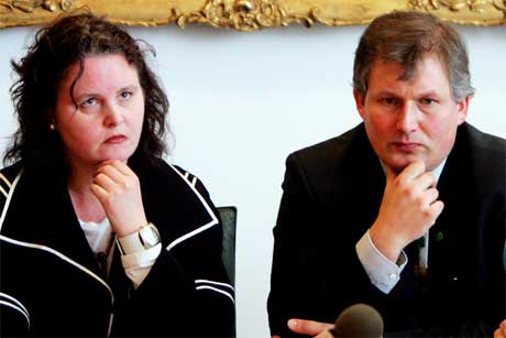 PÅ BANEN: Både helseminister Sylvia Brustad og landbruksminister Terje Riis-Johansen lovte gjennomgang av E.coli-saken i Stortinget i dag. (Håkon Mosvold Larsen/Scanpix)
