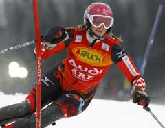 Janica Kostelic på vei til seier i Åre. Foto: Reuters/Scanpix)