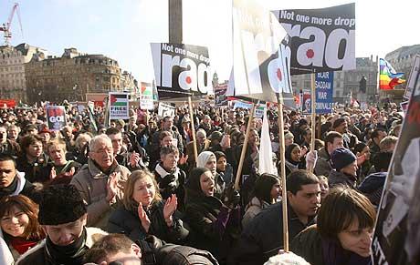 Demonstranter på Trafalgar Square i London i dag. (Foto: AFP/Scanpix)