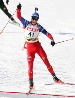 Ole Einar Bjørndalen feirer sprintseieren. (Foto: Heiko Junge / SCANPIX)