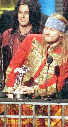 Det er kun Dizzy Reed (t.v.) og Axl Rose igjen av det originale Guns N Roses som kommer til Norge. Arkivfoto: Kevork Djansezian, AP Photo / Scanpix.