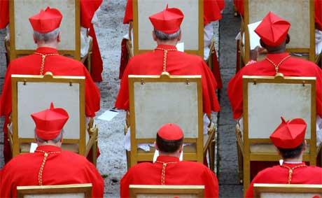 Hele kollegiet var samlet da Den katolske kirke fikk 15 nye kardinaler. (Foto: Andrew Medichini/ AP/ Scanpix)